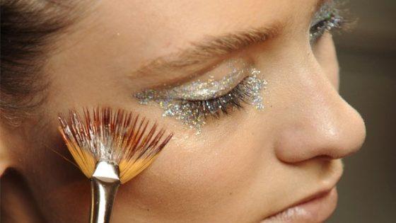 Glamurozni make-up videzi z bleščicami