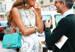 Kanček turkizne v lepoti in tudi modi