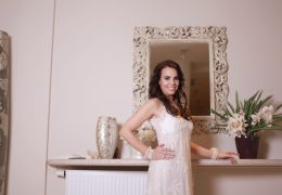 Foto in make-up Biljana Babič, obleka Ermanno Scervino iz butika Paola v hotelu Kempinski, Portorož