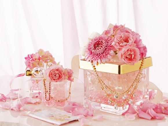 Glitter Si Umetno Cvetje Za Lep I Dom