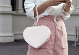 Bele torbice podarjajo pridih nežnosti