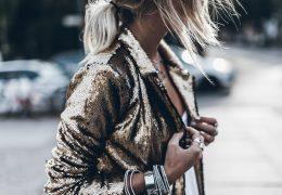 Elegantni svetleči blazerji modni tudi po novem letu
