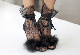 Čipkasta obutev za piko na i