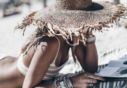 Slamnat klobuk nujni dodatek vroče sezone