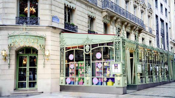 Neverjetni svet laduree for Salon de coiffure afro champs elysees