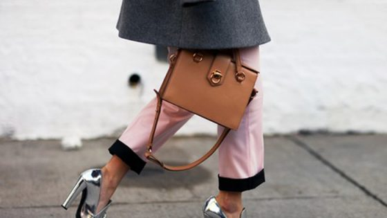 Metalni lesk pri modnih dodatkih to zimo
