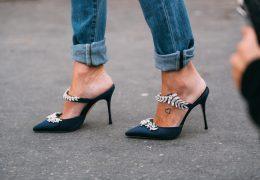Mules čevlji so postali nujni dodatek sezone