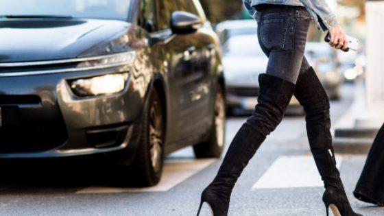 Škornji preko kolen še vedno popularna obutev