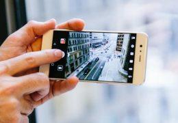 Naslovnica modne revije posneta s Huawei telefonom