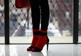 Nogavičke in pete so prikupna modna kombinacija ta hip
