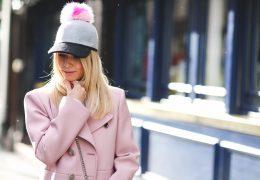 Navdušenje nad pink outfiti se nadaljuje tudi v 2018