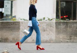 Rdeča obutev za popestritev nevpadljivega outfita