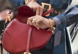 Trije dodatki v rdeči za modnejšo jesen