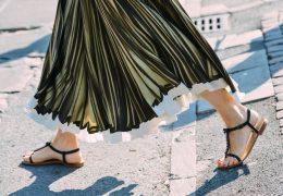 Čudoviti nizki sandali tega poletja