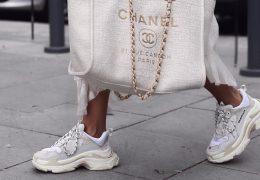 Obleka in superge – najbolj modna kombinacija ta hip