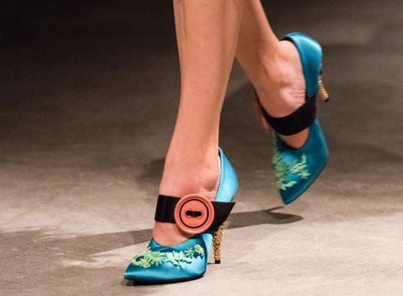 Svilene pete za vrhunec elegance for Salonarji s platformo