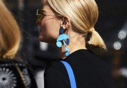Plastični uhani kot pop dodatek