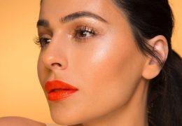 Spomladanski look z oranžnimi ustnicami in glossy vekami