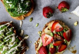 Jutranji toast v treh osveženih receptih