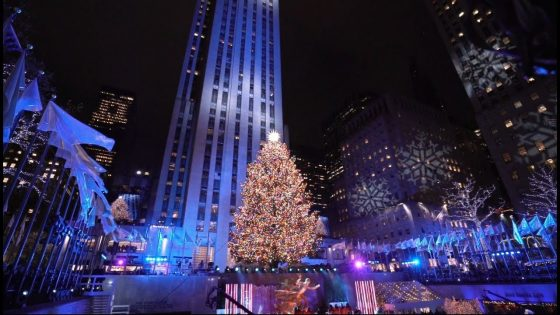 Ponovno zažarela Swarovski zvezda božičnega drevesa