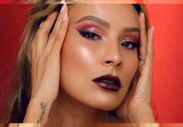 Praznični make-up look v barvah jagodičevja